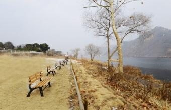 북한강이 보이는 산책공간입니다